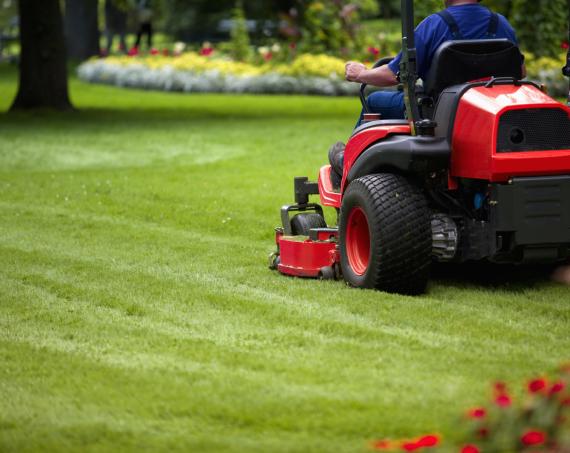 Grünflächenpflege mit KaBaut Garten und Landschaftsbau